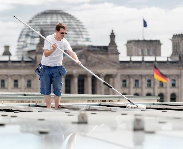 Reinigung Solarmodule auf Dach Bundeskanzleramt 2018