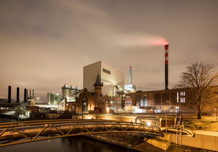 Rauchgasschwaden am VATTENFALL Steinkohlenkraftwerk Moabit, Berlin 2019