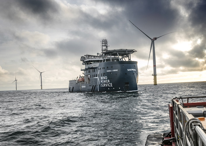 Cluster DanTysk & Sandbank Offshore Windfarm, Siemens Wind Power Serviceschiff Windea Deutsch-dänische Nordsee 2018