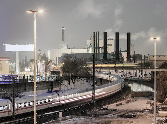 ICE vor Vattenfall Europe Waerme AG Steinkohlekraftwerk Moabit. Berlin 2019
