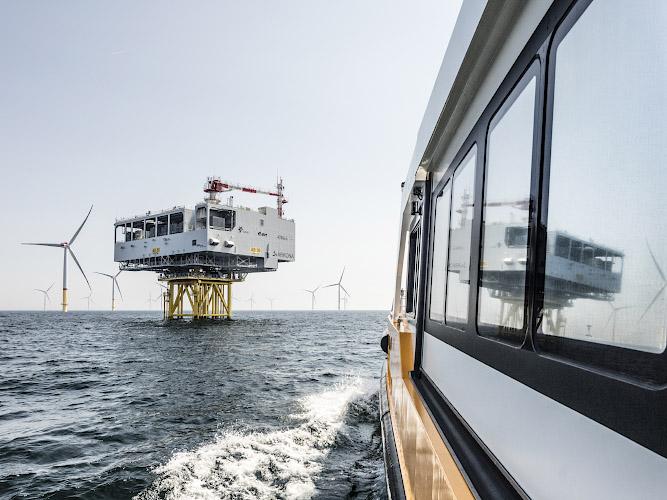 Umspannwerk im Offshore Windpark Arkona, Transformer Station OSS. Ostee, Baltisches Meer 2019