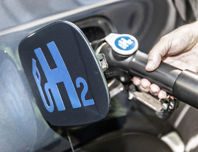 Tankdeckel Hyundai Nexo Fuel Cell, Logo mit Wasserstoffantrieb unterwegs. Berlin 2020