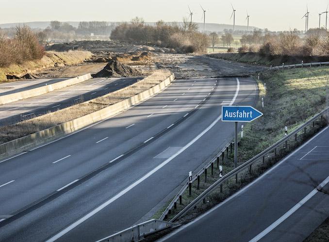 Bundesautobahn A61 weicht Tagebau Garzweiler II. Erkelenz Keyenberg. Rheinisches Braunkohlerevier 2019